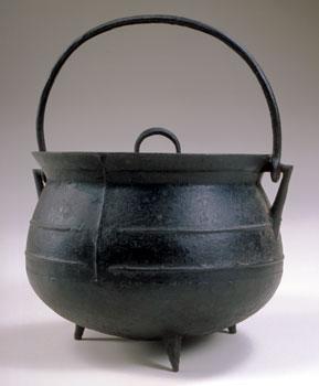 Shays' Rebellion - Object: Lidded Hanging Pot